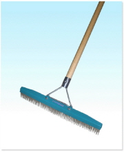 GRANDI GROOM CARPET RAKE 18""
